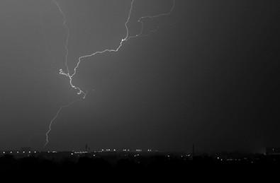 北京暴雨:男孩长城遭雷击