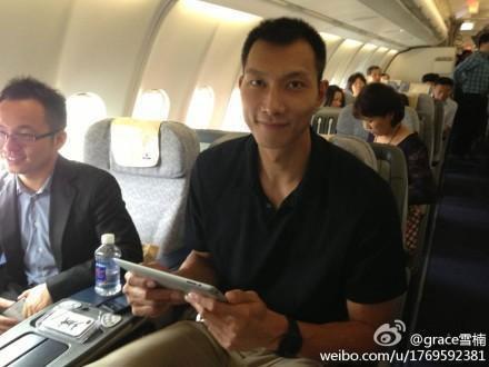 首架wifi航班起飞 易建联体验飞机上发微博